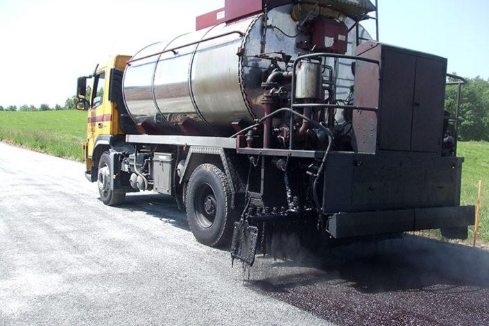 Asphalt irrigation tanker lorry